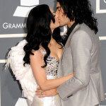 Singer Katy Perry and actor Russell Brand kiss grammys