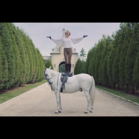 taylor swift blank space fashion white horse